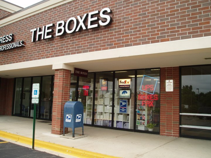 shipping store in Naperville, IL